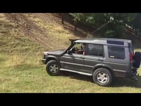 Land Rover Discovery td5 vs Nissan Terrano 1