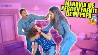 BROMA MI NOVIA ME PEGA EN FRENTE DE MI PAPÁ! *mira como reacciona*