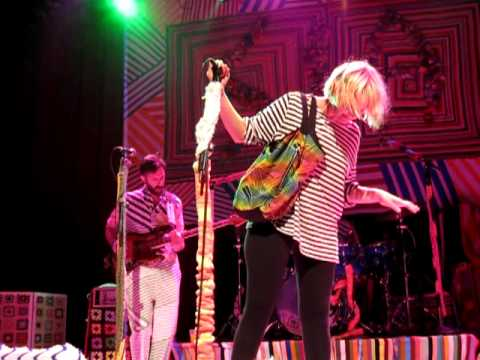 "Sia - ""Big Girl, Little Girl"" (House of Blues San Diego 04/19/10)"