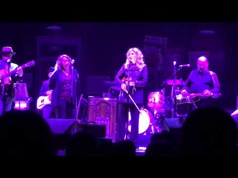 """Alison Krauss LIVE """"Ghost in This House"""" Shenandoah Cover Evening with Alison Krauss Tour Starlight"""
