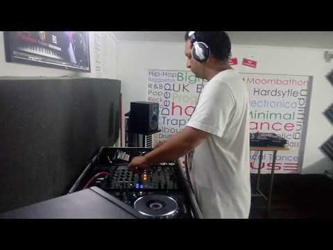 DJ Parax showing DJ demo to students at academy