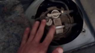 видео В салоне автомобиля пахнет бензином