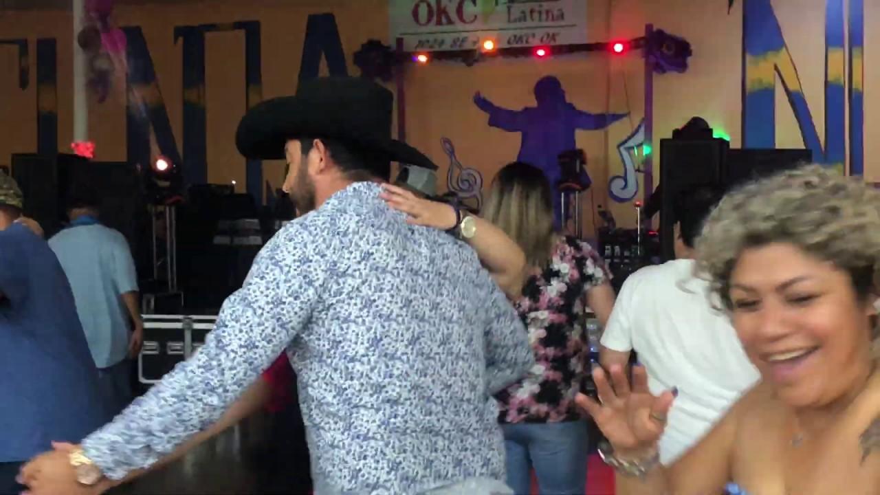 Baile del día del Padre!  Así nos pusimos a bailar ! Saludos ala pareja que vino a visitar de Dallas