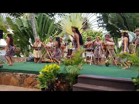 Cook Islands Exhibition at Polynesian Culture Centre - Girls Action Song