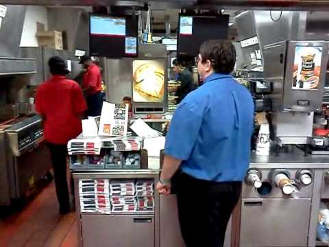 mcdonalds worker not wearing gloves while making my food