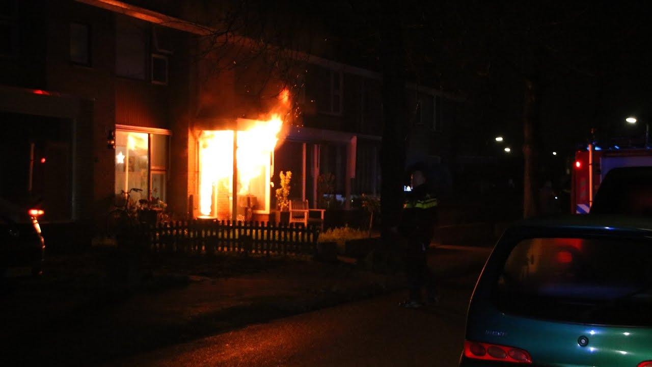 Uitslaande brand verwoest woning in Harderwijk - YouTube