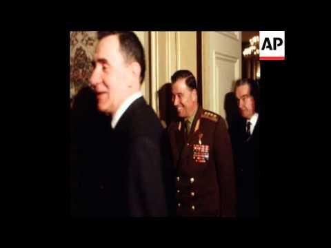 SYND 27-5-71 EGYPT'S PRESIDENT SADAT AND SOVIET PRESIDENT PODGORNY MEET