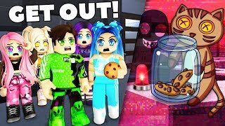 Roblox Family - THERE'S A THIEF IN OUR MANSION!