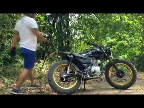 """Wade Boyd"" of PhuketBikerboyzz.com Riding by Toon Asami Jung (Suzuki GD110)"