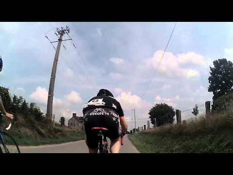 011. Saving your energy when climbing in a cycling race (with English subtitles)