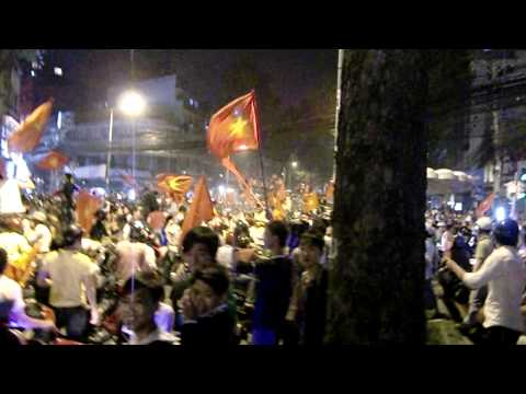 Vietnam beat Singapore so its party time in HCMC.AVI