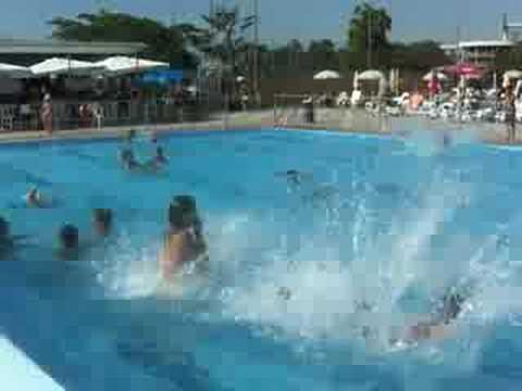 Italia uno piscina a gambol youtube - Immagini di piscine ...
