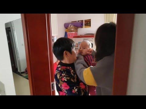 妹妹在姐姐床幹啥壞事,氣的大發雷霆要懲罰寶寶,被奶奶及時攔下【我是趙姐】