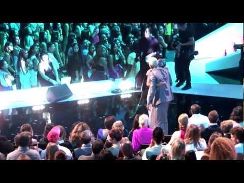 Chris Brown Greets Rihanna At The MTV 2012 Video Music Awards