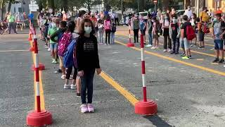 L'entrata in classe nel primo giorno di scuola a Monticelli d'Ongina