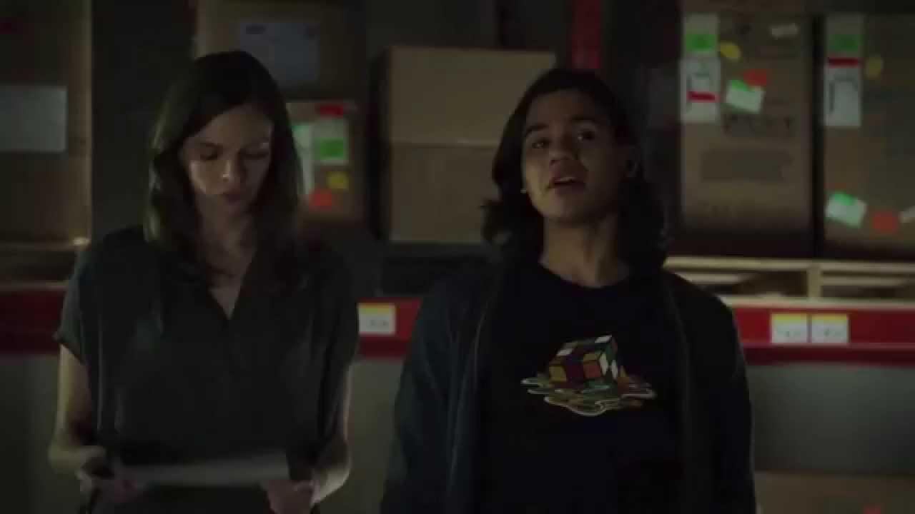 Flash's Caitlyn Snow & Cisco Ramon on Arrow 2x19 Sneak Peek!