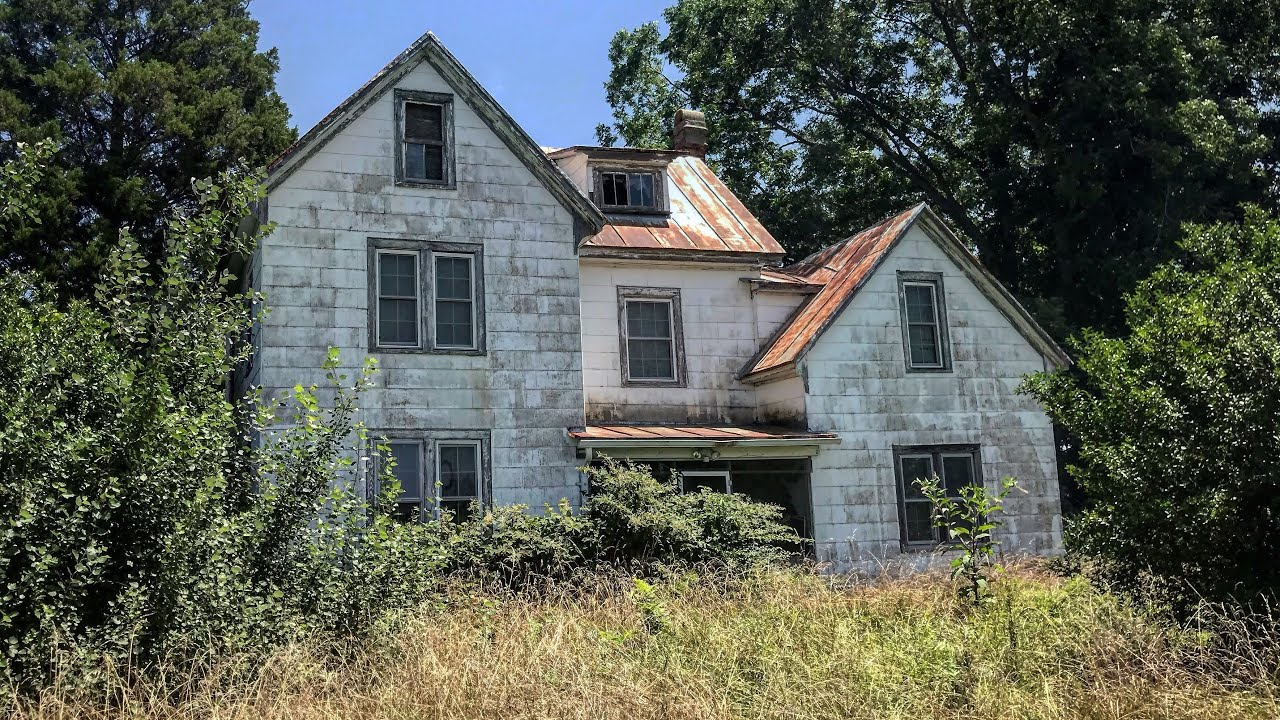 Packed Ominous Abandoned House Down South Keys Still in Car outfront