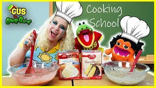 BACK TO COOKING SCHOOL! Baking Cupcakes Gus the Gummy Gator Vs Moe !