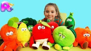 Anna play wich vegetables and fruits
