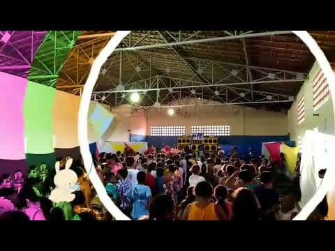 """Festa promovida por China """"A boa"""" atrai centenas de crianças"""