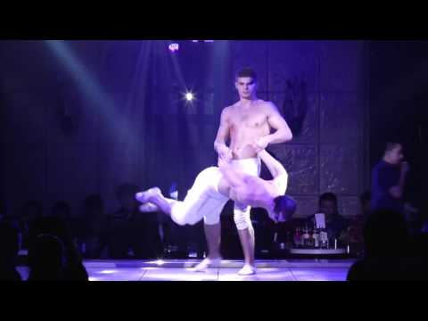 Hand to hand duo act 0470 by Paruvintov...