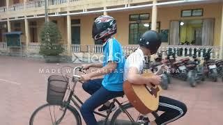 khi Dân phượt biết chơi guitar
