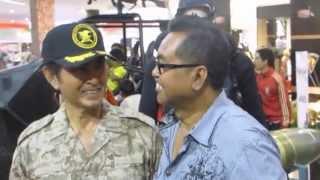 Pong Harjatmo di pameran alustista TNI di mall Solo Paragon