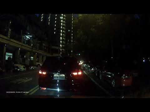台中 旱溪西路之 三寶闖紅燈~~ 可以從1:00開始   已檢舉