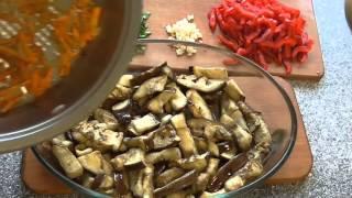 Салат. Витаминный салат из баклажан, моркови , сладкого перца и зелени.