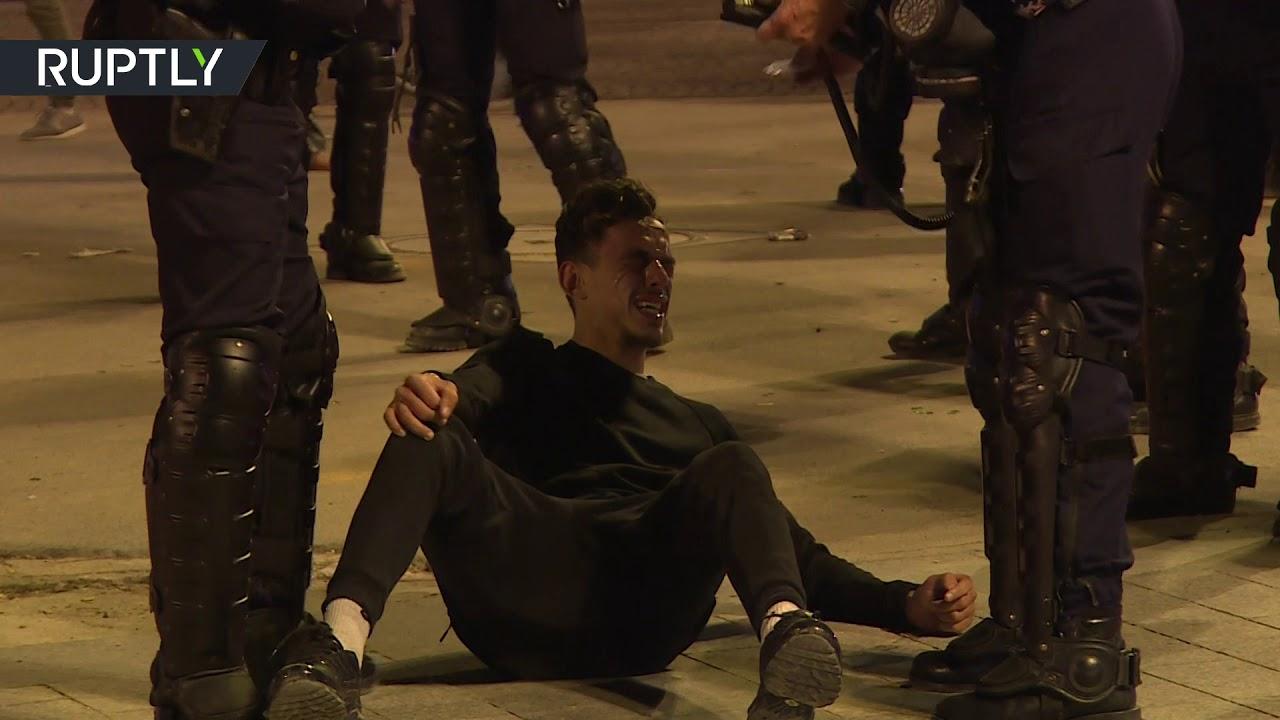 روسيا اليوم:مواجهات في عدة مدن بين الشرطة الفرنسية ومشجعين للمنتخب الجزائري عقب فوزه على نظيره النيجيري