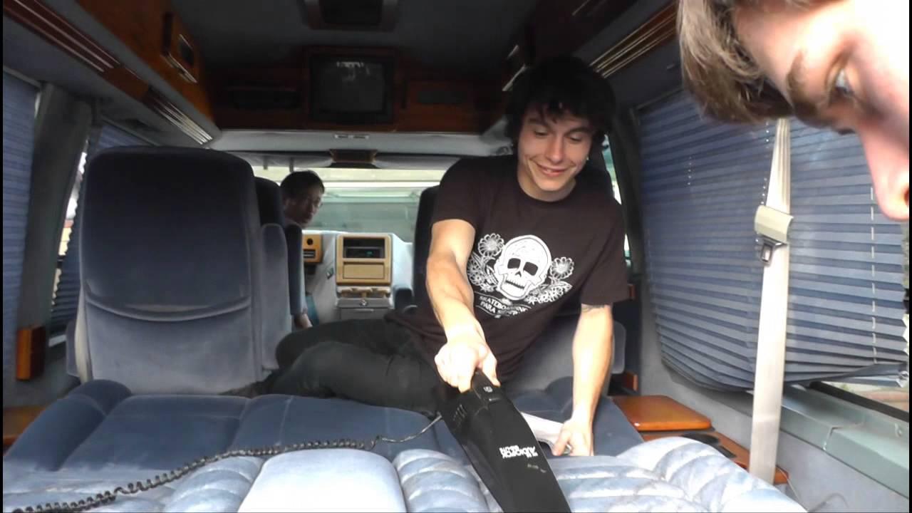 le voyage du petit nicolas acheter un van aux usa partie 2 youtube. Black Bedroom Furniture Sets. Home Design Ideas