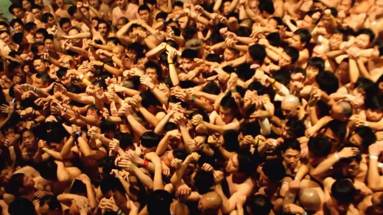 В Японии прошел традиционный «голый фестиваль»