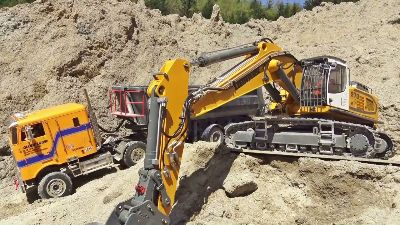 Fantastic Machines work So Hart at the Real Construction Site / Strong Excavator and Volvo A45G!