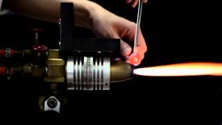 【 +α公式 】 宇宙ガラスの制作風景の動画です。 一点一点、バーナーを...