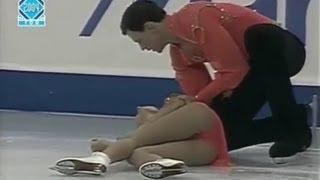 Жесткое падение фигуристов на льду(Татьяна Тотьмянина выступала в паре с Максимом Марининым на турнире
