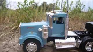 1/32 Scale Kenworth W900