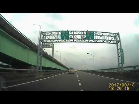 :25:40 台中衛星WISH計程車 變換車道未打方向燈 任意跨越槽線