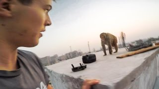 MONKEY ATTACK ON ROOF IN INDIA POV - PARKOUR FAIL (STOLE MY DRONE BAG!!)