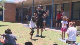 Andy Roddick using tennis fame off the court for good cause