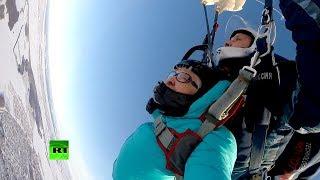 Пенсионерка из Набережных Челнов совершила свой 51-й прыжок с парашютом