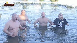 Американские военные приняли участие в Крещенских купаниях во Львове
