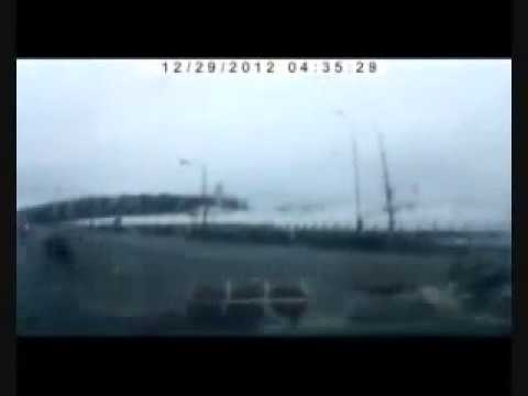 PLANE CRASH CAMERA RECORDER LIVE ON A FREEWAY COLLISION WITH CARS.
