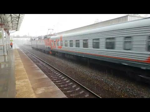ЧС7-107 с пассажирским поездом не спеша по Бутово