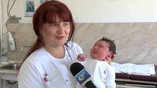 Бебе - 5 килограма и 100 грама и дълъг 52 сантиметра
