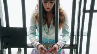Jenny Lewis - She's Not Me [Official Music Video]