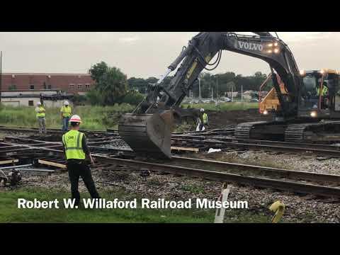 CSX Rail Crew Replacing The Double Diamond In Plant City Florida.