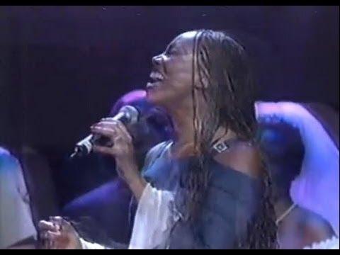 Yolanda Adams - Never Give Up