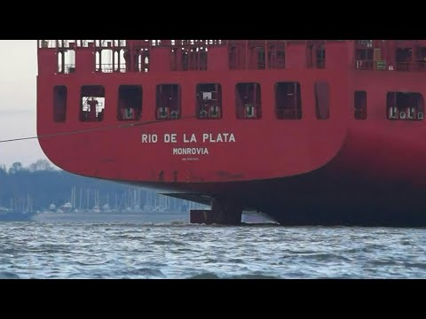 Hamburg sud's RIO DE LA PLATA arriving at port of felixstowe 25/11/17
