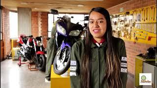 Mujeres que estudian mecánica de motos
