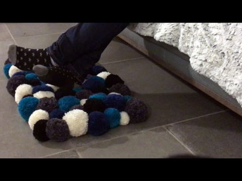 comment fabriquer un tapis pompons facilement youtube. Black Bedroom Furniture Sets. Home Design Ideas